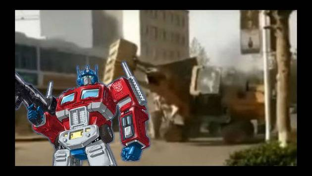 ¡Queeeeeé! ¿Dos excavadoras 'peleando' a lo 'Transformers'?