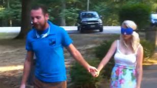 ¡Esta novia no aguantó la emoción cuando le pidieron matrimonio y mira lo que pasó! [VIDEO]