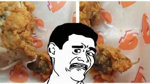 ¡Fue a un conocido restaurante de pollo frito y mira lo que encontró en su plato!