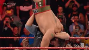 Goldberg demostró su poder en WWE aplicándole un Jackhammer a Rusev [VIDEO]