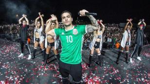 ¡Maluma fue sorprendido con este reconocimiento durante concierto!