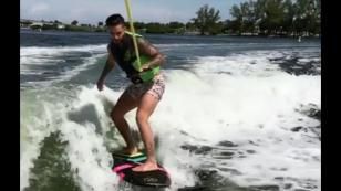 ¿Qué tal le fue a Maluma surfeando en Miami? [VIDEO]