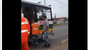 ¡Vacílate con la broma que le hicieron al chofer de un bus! [VIDEO]