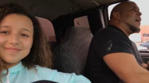 Su hija lo grabó mientras cantaba, sin imaginar el impacto que causaría [VIDEO]