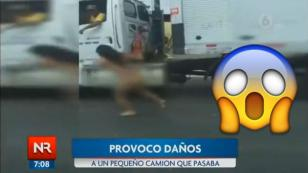 ¡Mujer corrió desnuda en medio del tráfico por este motivo!