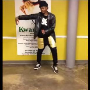 Joven sorprende con particular baile en las redes sociales [VIDEO]