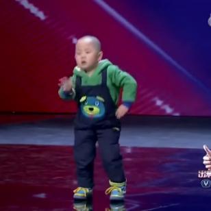¡Mira el talento de este niño al bailar! ¡Te sorprenderás! (VIDEO)