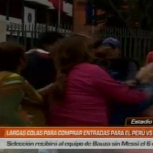 ¡Para variar! Revendedores se agarran a golpes por entradas para el Perú vs. Argentina