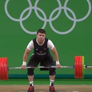 ¡Levantador de pesas sufrió una terrible lesión en Río 2016!
