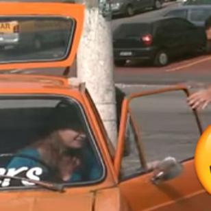 ¡No pararás de reír con la broma del asiento 'eléctrico'! [VIDEO]