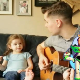 ¡Niña sorprende con su versión de tema de 'Toy Story'! [VIDEO]