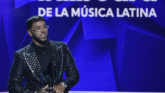 Anuel AA le envía un mensaje a sus 'haters' y celebra su primer lugar en Billboard
