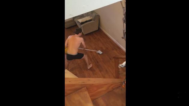 ¿Bailas mientras haces limpieza a tu casa? Entonces, este video te será familiar