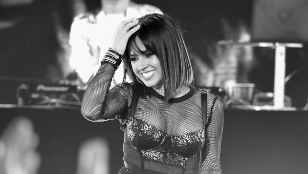 Becky G dejó boquiabiertos a sus fans posando con una bata