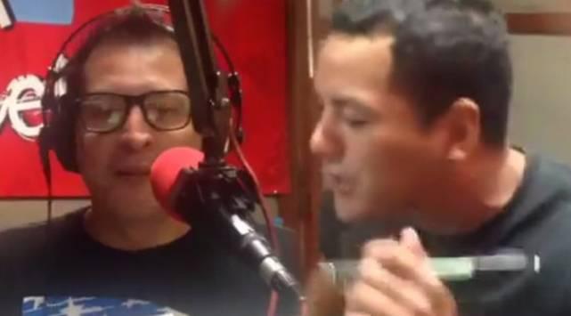 Carloncho y Renzo improvisan una timba buenaza en vivo