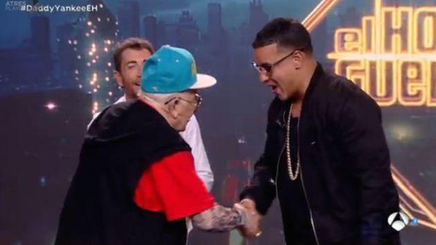 Así fue el divertido encuentro de Daddy Yankee con su 'competencia' de 92 años [VIDEO]