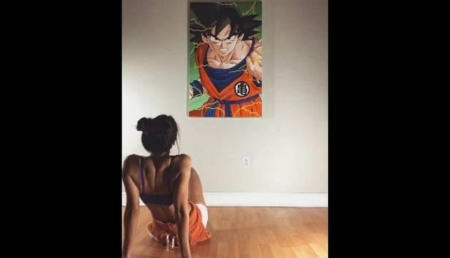 Instagram babea por esta fan de 'Dragon Ball' por su belleza... y por sus cuadros también [FOTOS]