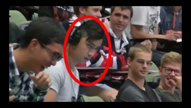 YouTube: Lo ampayan viendo video para adultos en plena clase