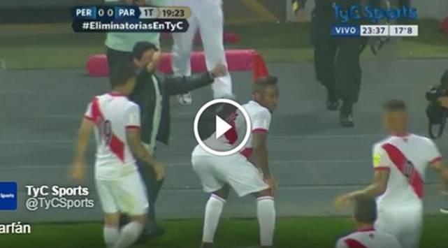 Jefferson Farfán movió el 'totó' después de anotar gol en el Perú vs Paraguay