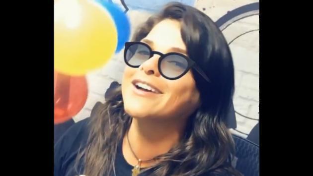 ¡Giovanna Valcárcel se vacila en cabina festejando el aniversario de Moda! [VIDEO]