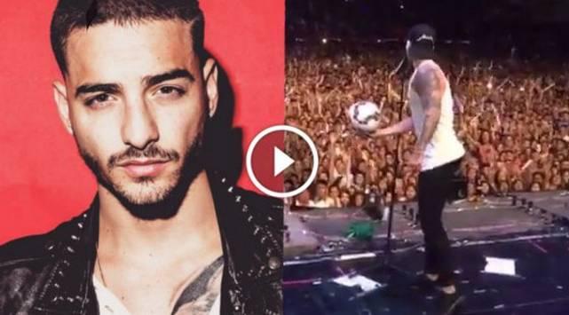 Maluma demuestra sus dotes como futbolista en el escenario