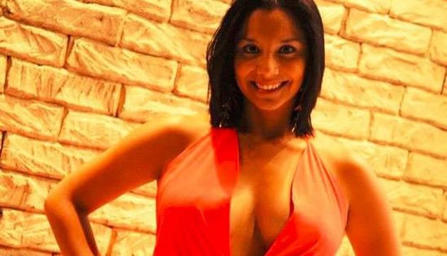Mayra Couto causó furor con sensual vestido en estreno de 'Al Fondo Hay Sitio'