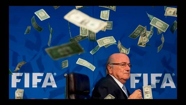Joseph Blatter: llueven billetes en conferencia de prensa