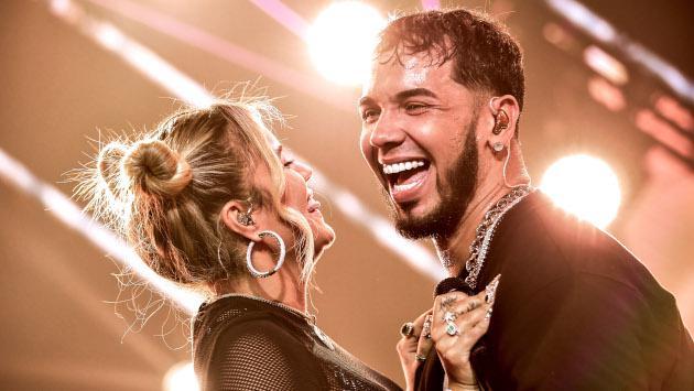 Karol G dedica emotivas palabras a Anuel AA durante concierto
