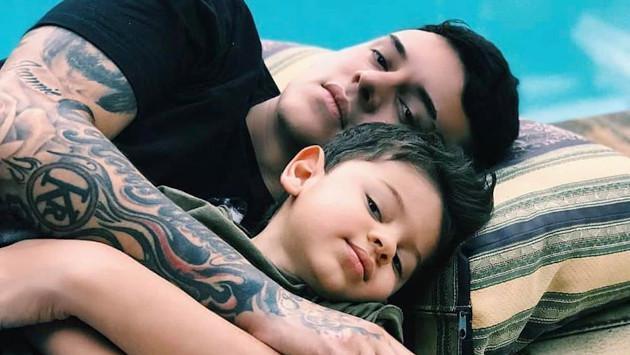 Kevin Roldán publica tierna fotografía junto a su hijo