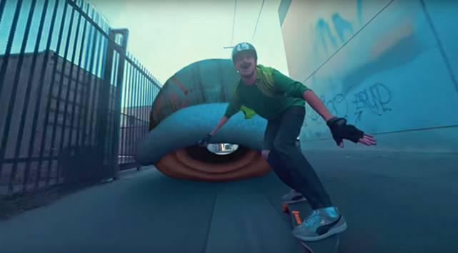 YouTube: Crean un Mario Kart versión skate en la vida real