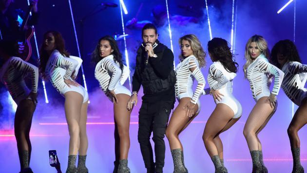 Maluma presume sus marcados abdominales en las redes sociales