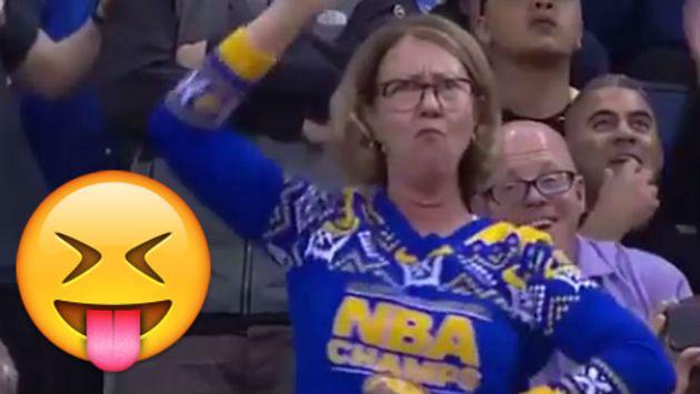¡Sin roches! Esta mujer se mandó tremenda coreografía durante partido de baloncesto