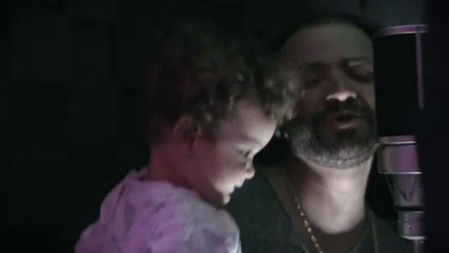 ¿Nacen nuevas estrellas? Nacho Mendoza cantó junto a sus hijos [VIDEO]