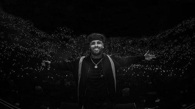 Nicky Jam recibe discos de diamante durante su última presentación en Miami