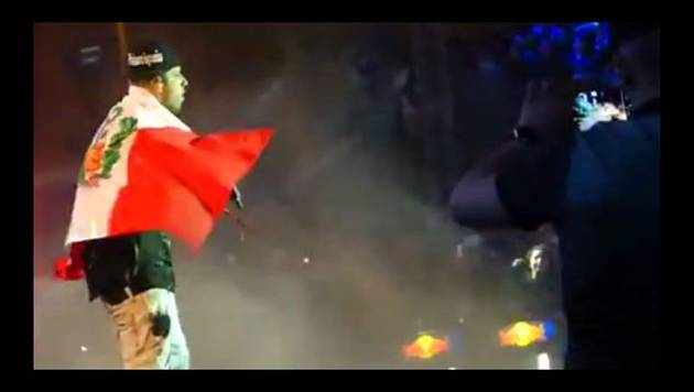 All Music Fest: Nicky Jam se cuelga la bandera del Perú durante