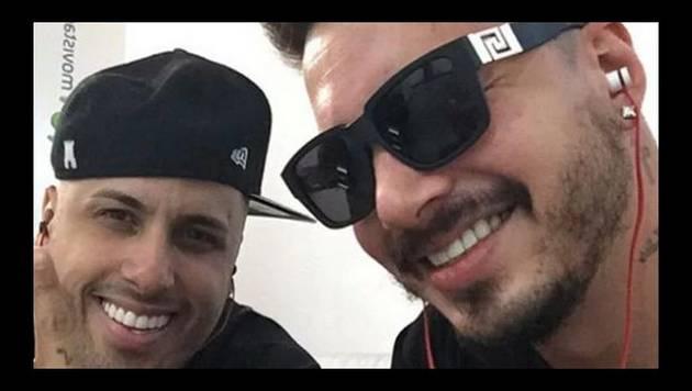 Nicky Jam y J Balvin dejan un día sin lujos para hacer algo normal