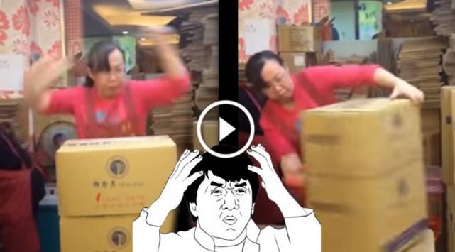 ¡A lo Kung Fu! Mujer aplica técnica especial para embalar paquetes