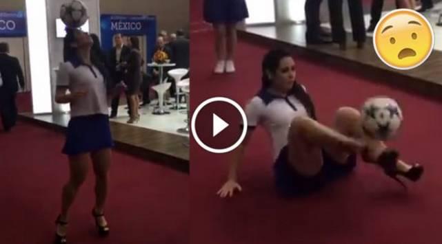 ¡Increíble! Chica domina el balón en tacos y con falda