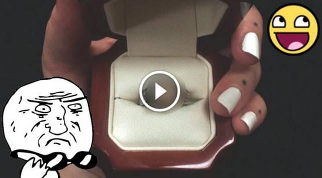 Hombre crea anillo de compromiso con una parte de su cuerpo ¡No creerás cuál escogió!
