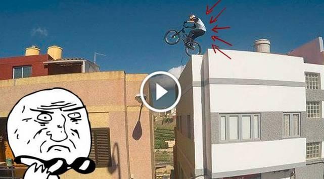 Este ciclista no teme a la muerte y pasea sobre los techos