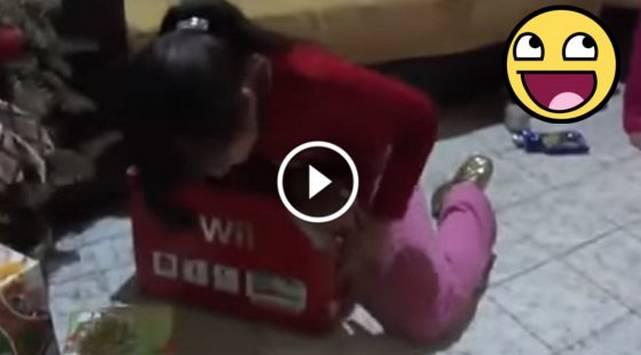 Padres trolean a su hija en Navidad