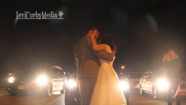 Pareja de recién casados baila en medio del tráfico y se vuelve viral de YouTube [VIDEO]