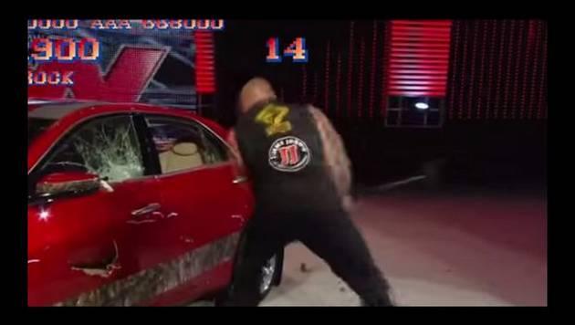 YouTube: Brock Lesnar destruye un auto a lo Street Fighter