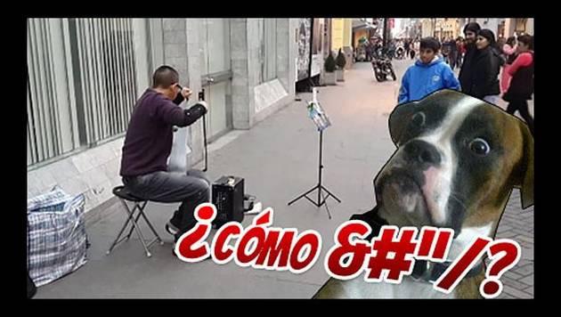Las canciones que toca este artista callejero con un serrucho te sorprenderán