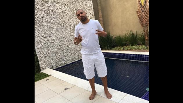 ¿Quién dijo que Adriano es pobre y vive en una favela de Brasil? Estas fotos dicen lo contrario
