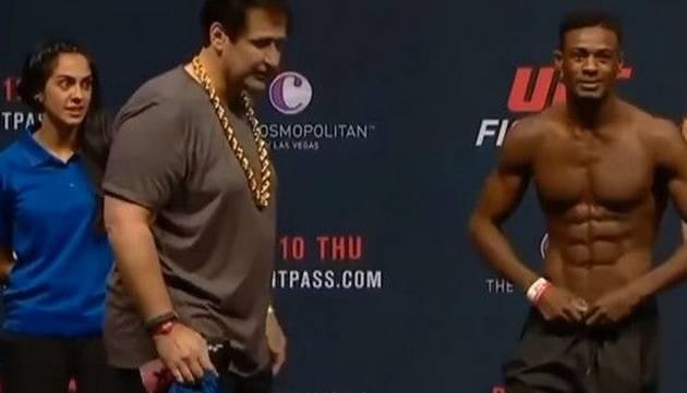 ¿Por qué esta anfitriona de UFC puso estas caras durante pesaje?