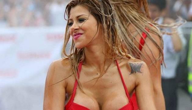 Xoana González protagonizó candente lavado de autos [FOTOS]