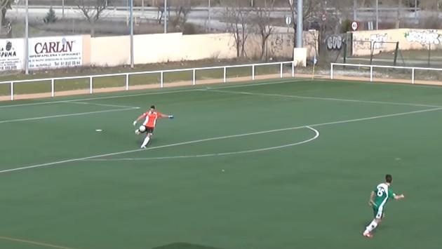 Arquero anota golazo desde su arco y con huacha incluida [VIDEO]