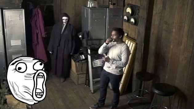 ¡Lo quisieron asustar con broma de 'El Conjuro', pero sorprendió con su reacción!