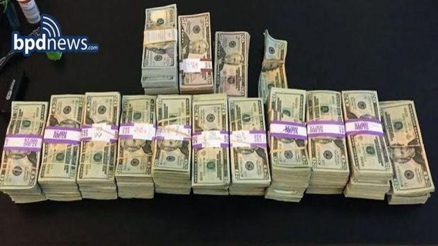 ¡Taxista devolvió 187 mil dólares y recibió esta recompensa!